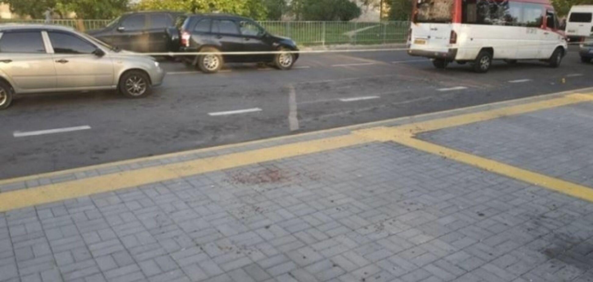 В Николаеве произошла стрельба на остановке: есть пострадавшие. Фото 18+