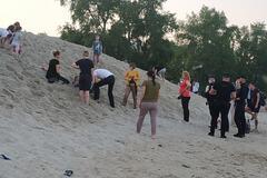 На Оболонской набережной ребенка засыпало песком