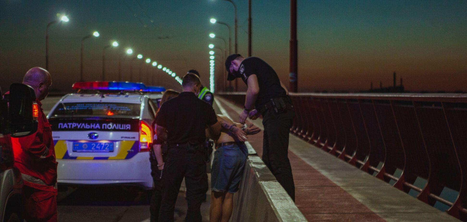 В Днепре полиция остановила парня, который пытался разными способами покончить с жизнью