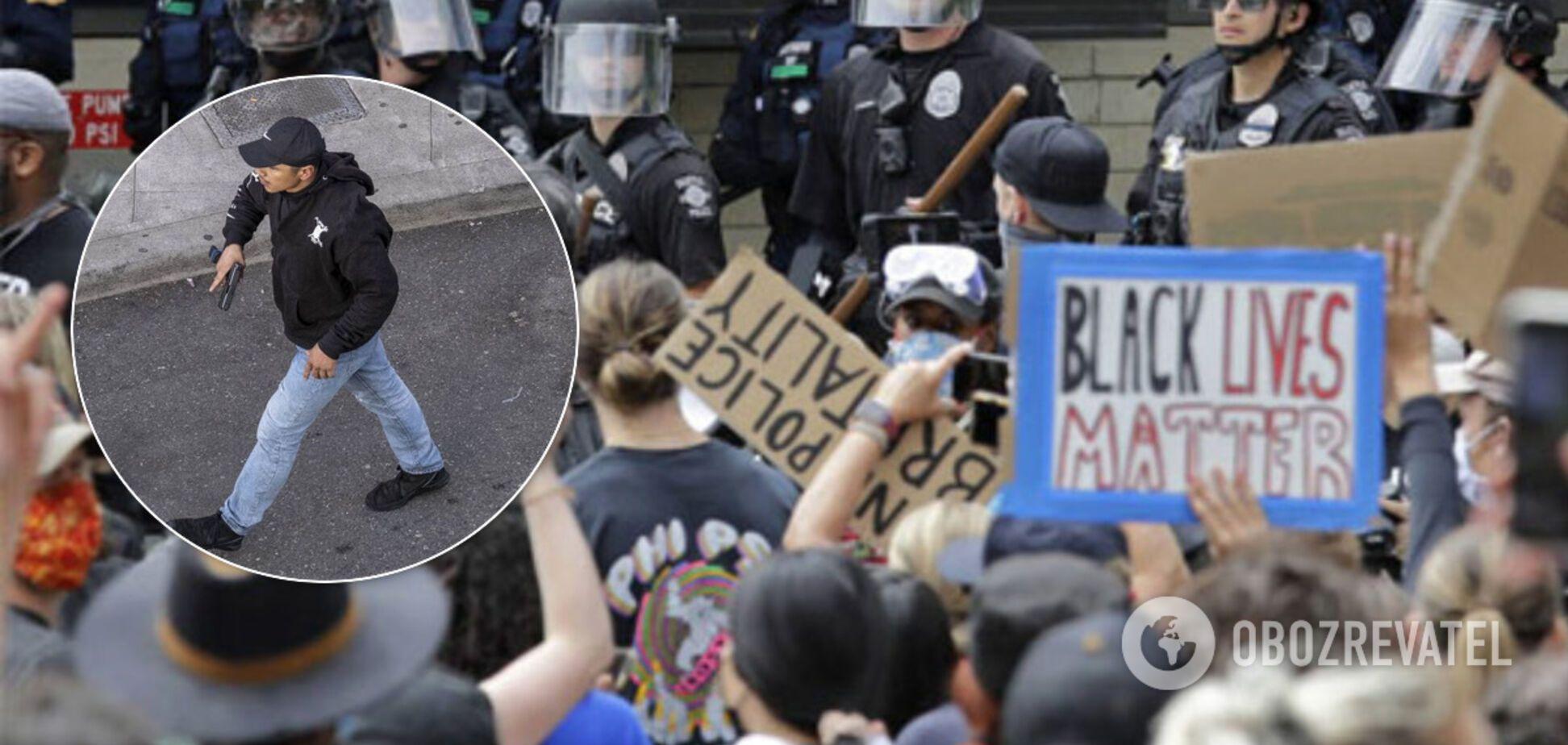 В США авто влетело в толпу протестующих и началась стрельба: фото и видео с места событий