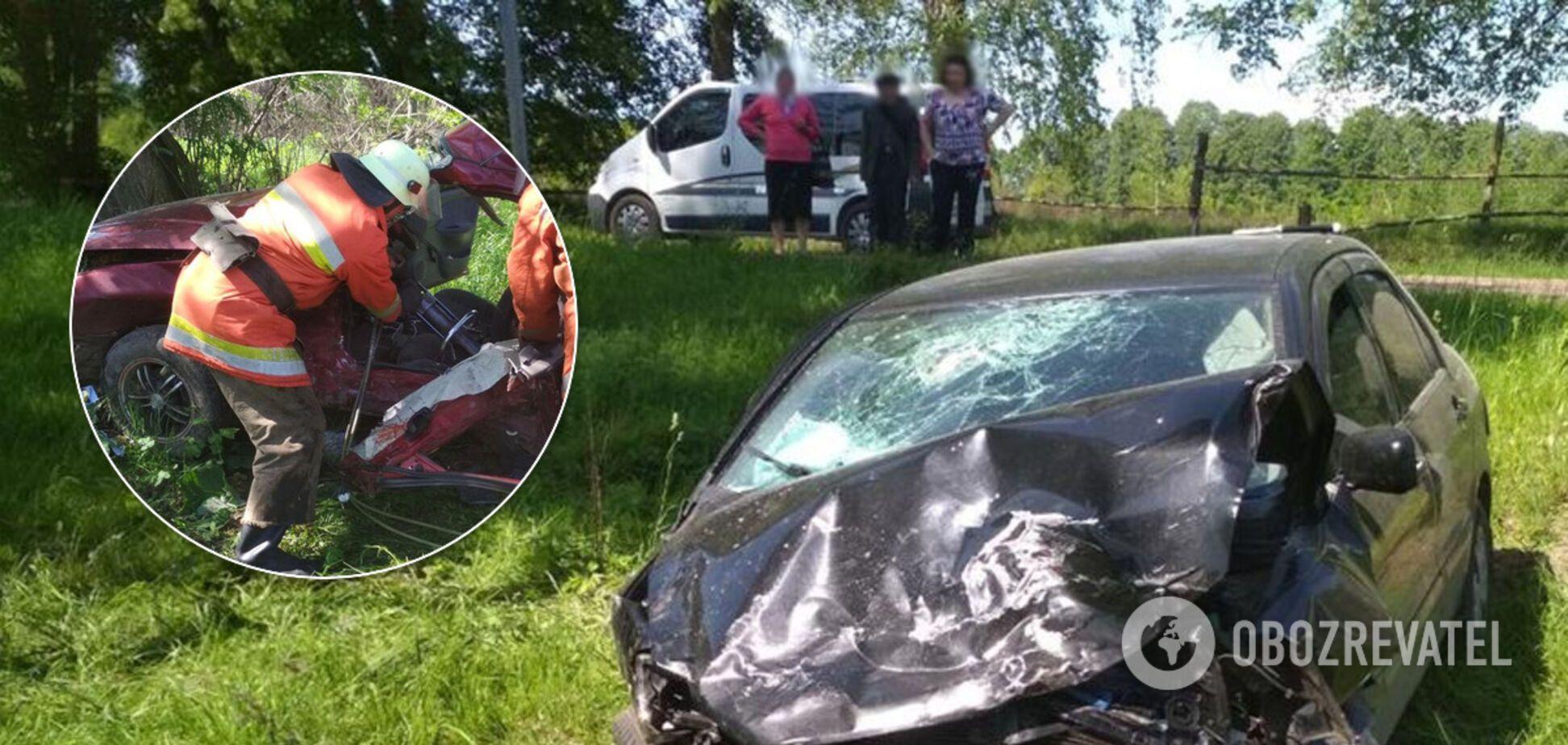 На Житомирщине в жестком ДТП погибли трое взрослых и младенец. Фото с места аварии