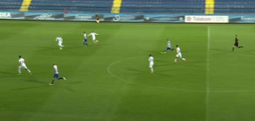 Мілош Раїчковіч перекинув голкіпера ударом із центра поля