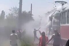 В Кривом Роге загорелся трамвай с людьми. Фото огненного ЧП