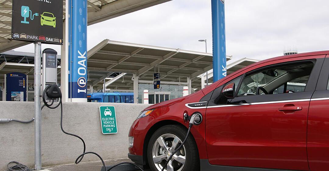 Все немецкие АЗС обязали установить зарядки для электромобилей