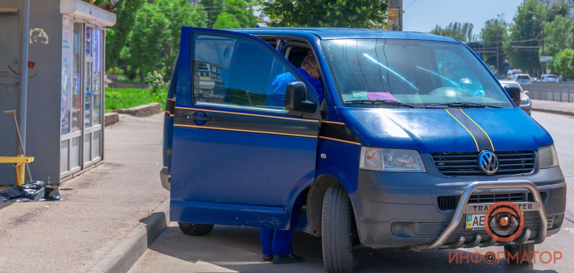 В Днепре мужчина умер прямо на троллейбусной остановке. Фото