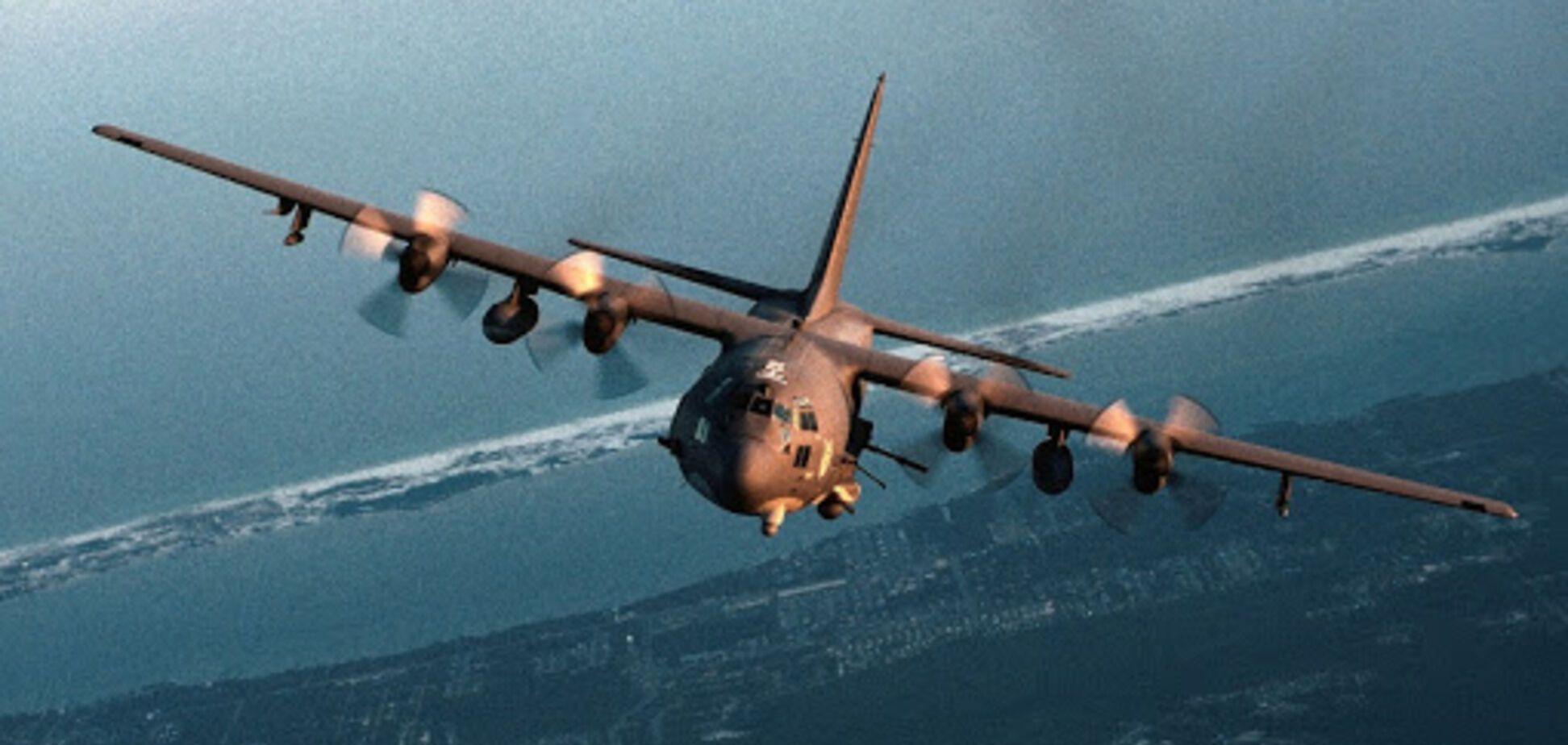 Военный самолет США врезался в стену и загорелся в Ираке: есть пострадавшие