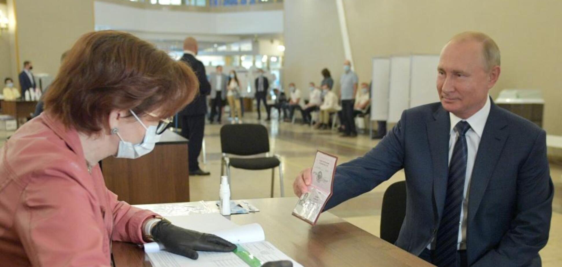 Путін прийшов голосувати без маски