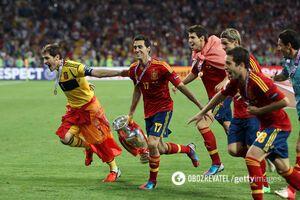 Футболисты сборной Испании ликуют после победы на Евро-2012