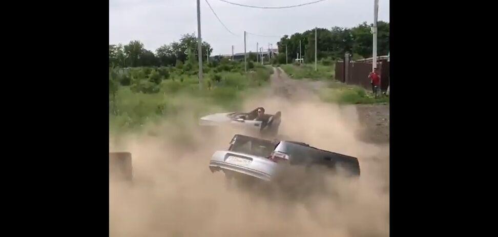 Кабріолет ВАЗ-2110 зламався навпіл одразу ж на старті