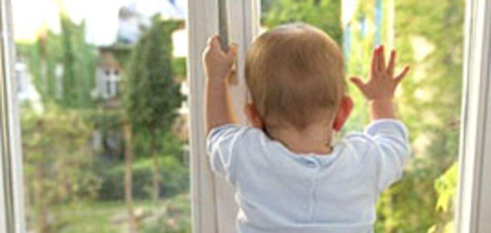 У Кам'янському дитина випала з вікна 4 поверху