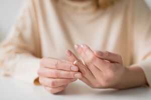 Після розриву стосунків люди схильні до шкідливих звичок