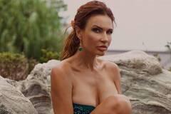 51-летняя Бледанс оголила грудь на камеру. Фото