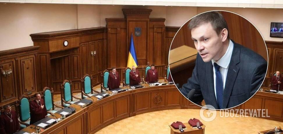 Судьи КСУ устроили экзамен Долженкову