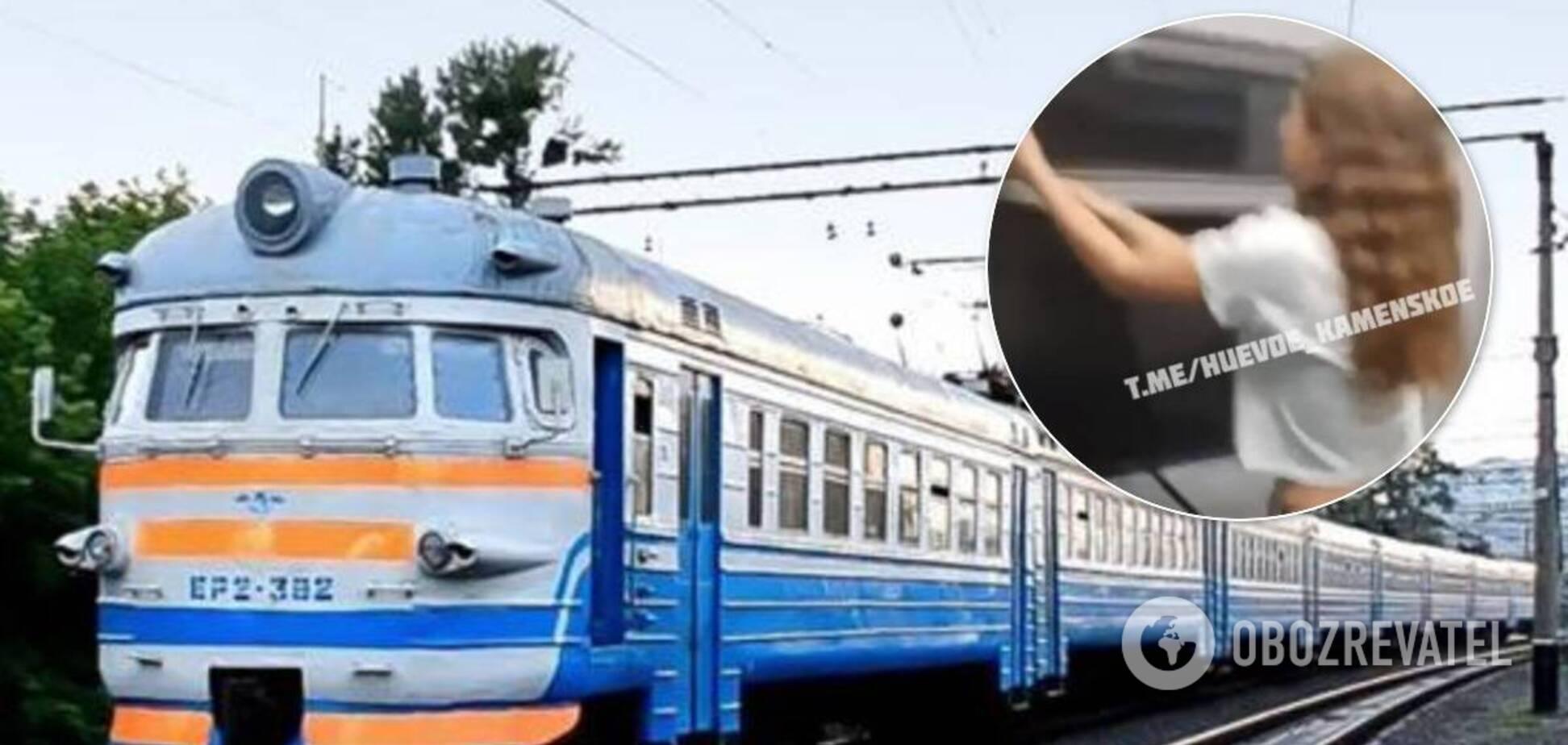 Підлітки розгромили вагон електрички Кам'янське-Дніпро: в мережі обурені. Відео