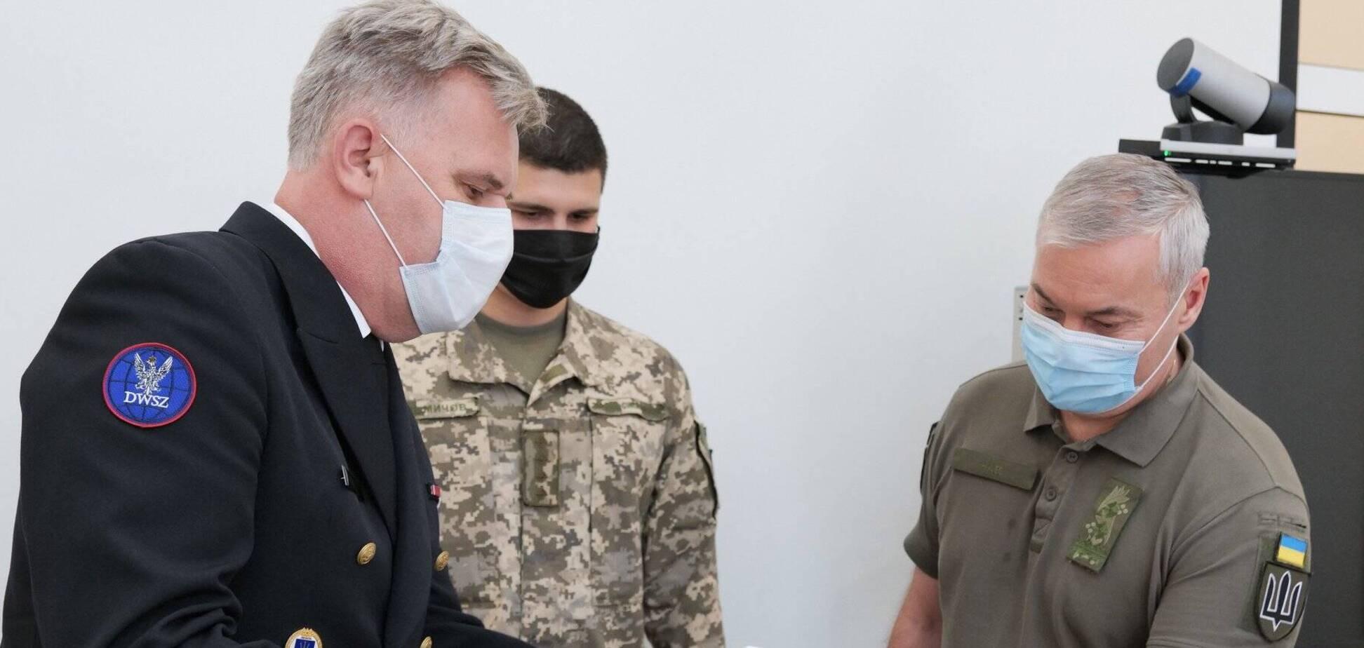 Наєв зустрівся із представником Польщі у рамках співпраці з НАТО. Джерело: Facebook ОС ЗСУ