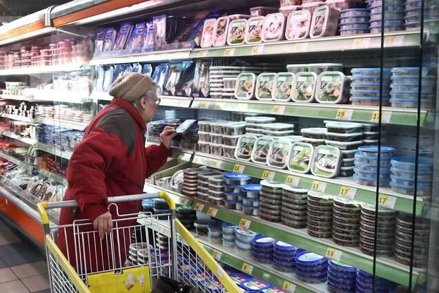 Комаровський запропонував обмежити пенсіонерів у відвідуванні магазинів