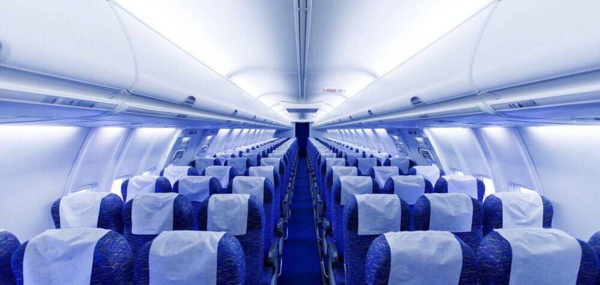 Названо небезпеку відкидання спинки крісла в літаку