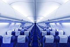 Названа опасность откидывания спинки кресла в самолете