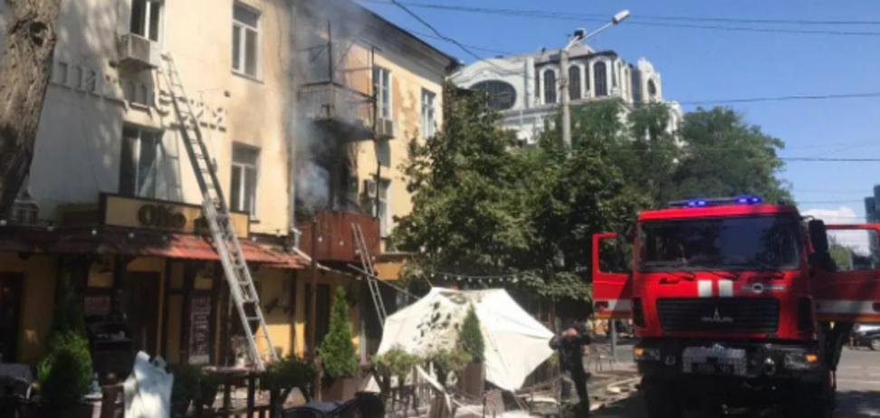 Пожар в Одессе уничтожил около 8 квартир