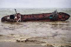 Возле затонувшего танкера Delfi зафиксировали нефтяное пятно