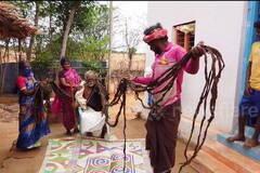 В Индии 95-летний старик ни разу не стригся и отрастил семь метров волос. Удивительное фото