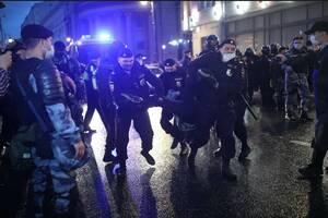 На акціях протесту проти реформи конституції РФ затримали понад 100 осіб