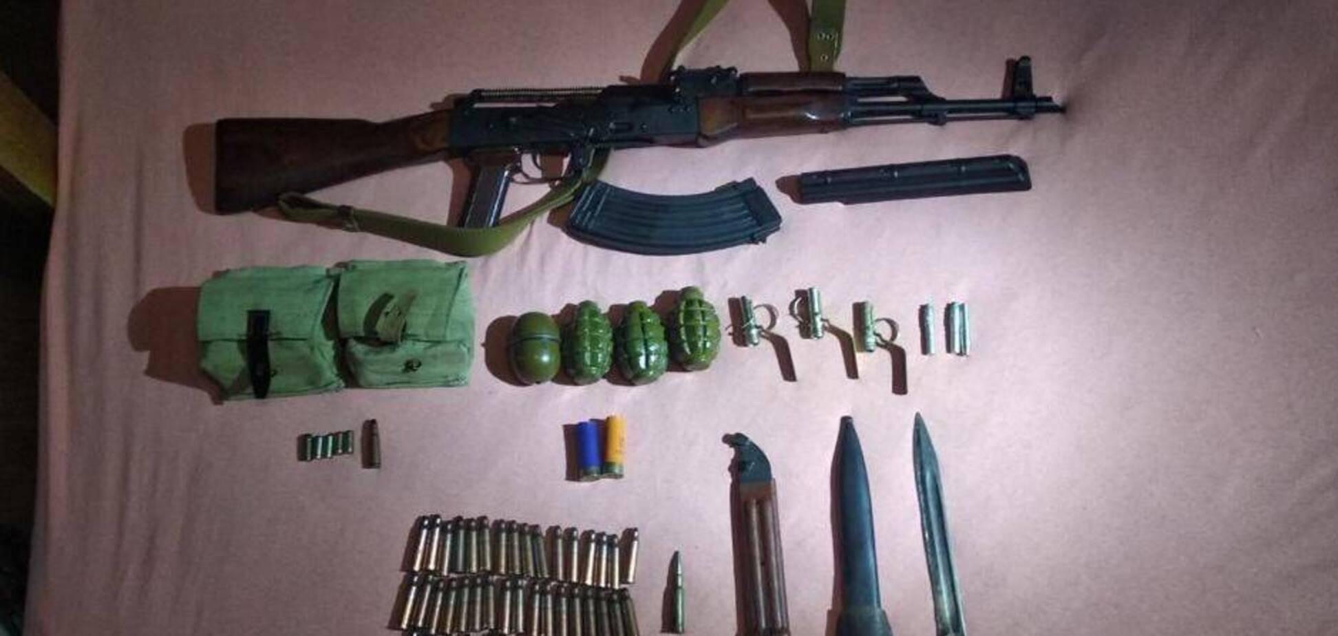 Правоохоронці розкрили злочинне угруповання, яке торгувало боєприпасами в інтернеті