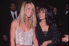 Мать Бритни Спирс подала в суд из-за миллионов дочери