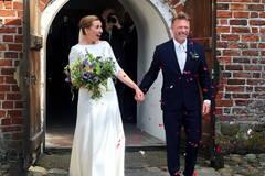 Премьер Дании с третьей попытки вышла замуж: первые фото со свадьбы
