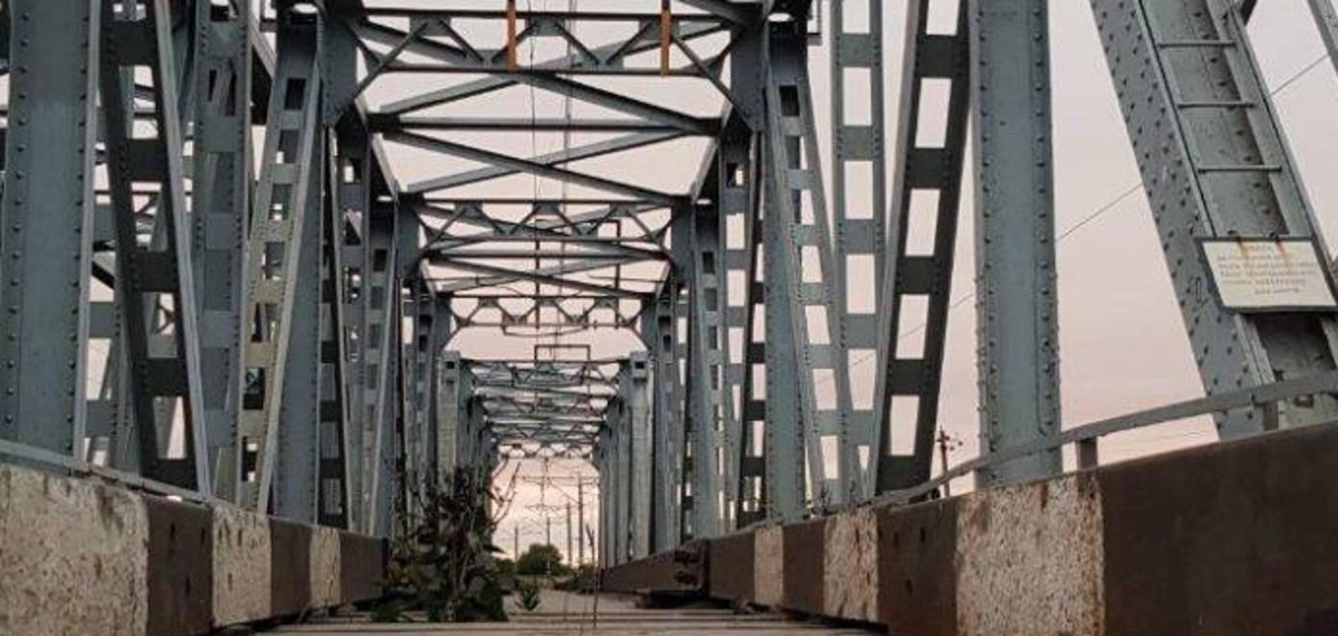 На Дніпропетровщині на залізничному мості загинув підліток