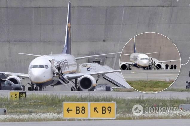 Все пассажиры покинули самолет