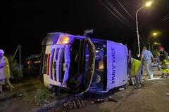 В Ужгороде BMW перевернул скорую: среди пострадавших – медики. Фото и видео