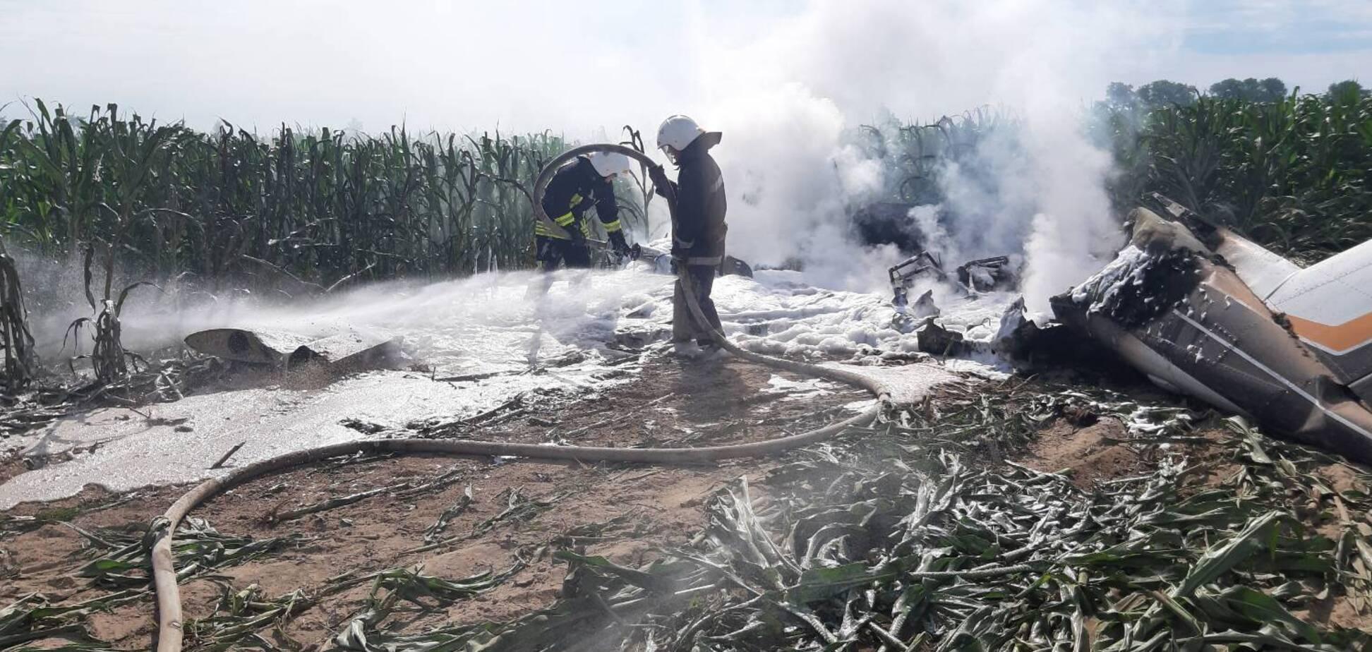 На Киевщине упал и загорелся самолет