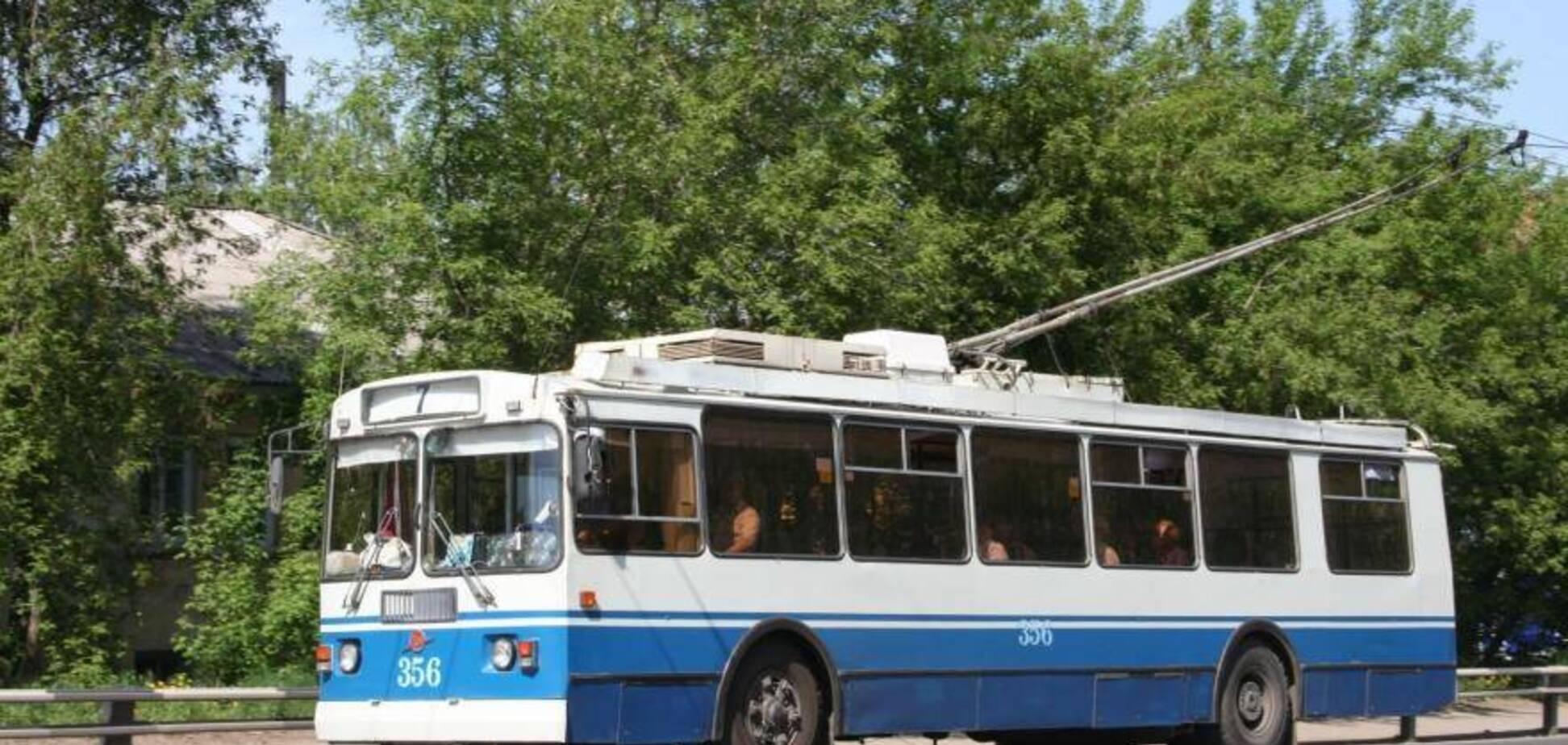 У Дніпрі пасажир тролейбуса вкусив кондуктора