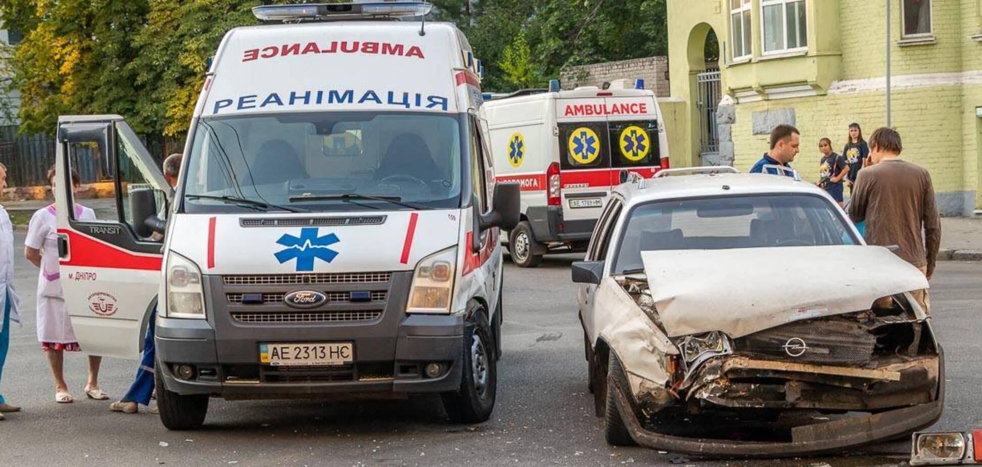 ДТП в Днепре: столкнулись Opel и скорая помощь