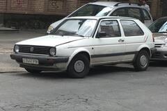 Редкое сочетание: в Украине заметили VW Golf на советских номерах