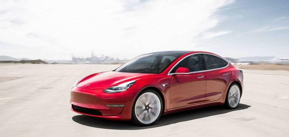 Tesla Model 3 втрачає в ціні у 5 разів менше, ніж конкуренти