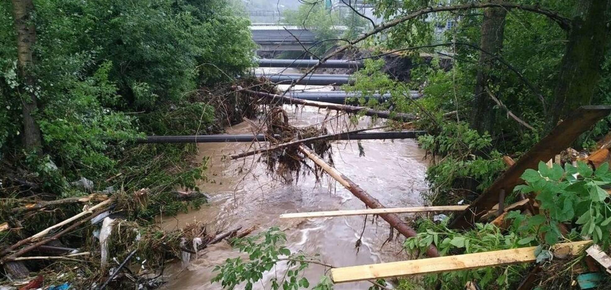 В России затопило целый город: вода уничтожила дороги и мосты. Фото и видео