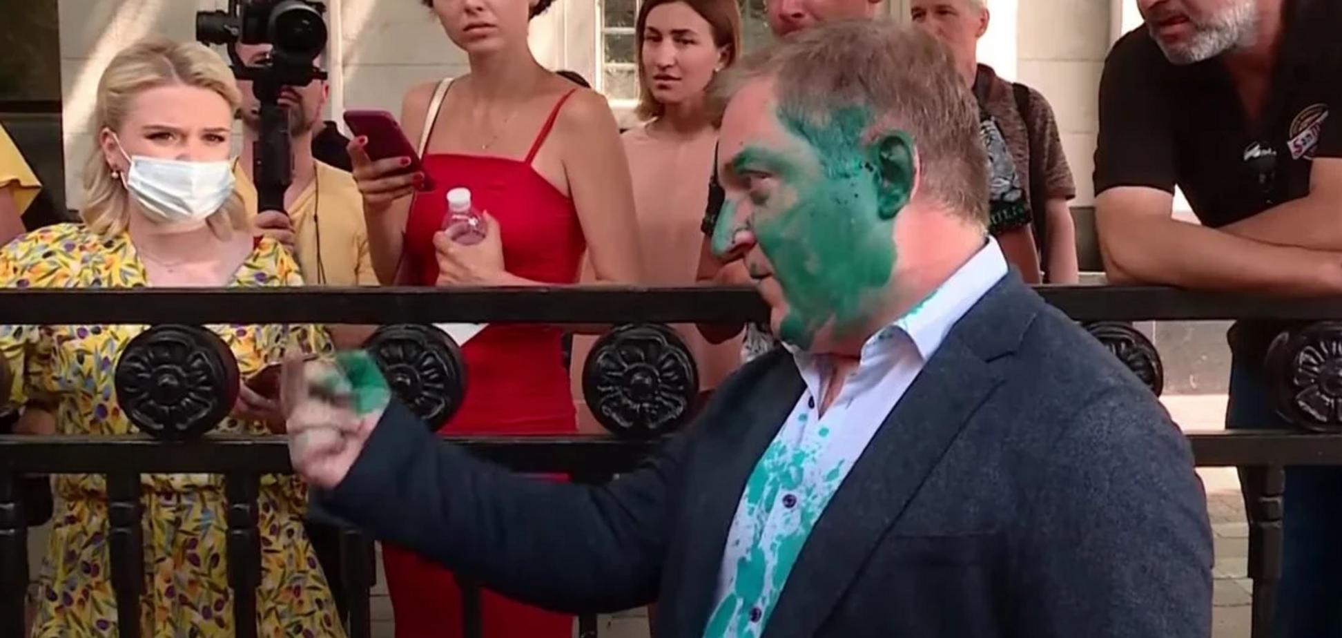 Активісти кинули у Олега Волошина яйце з зеленкою
