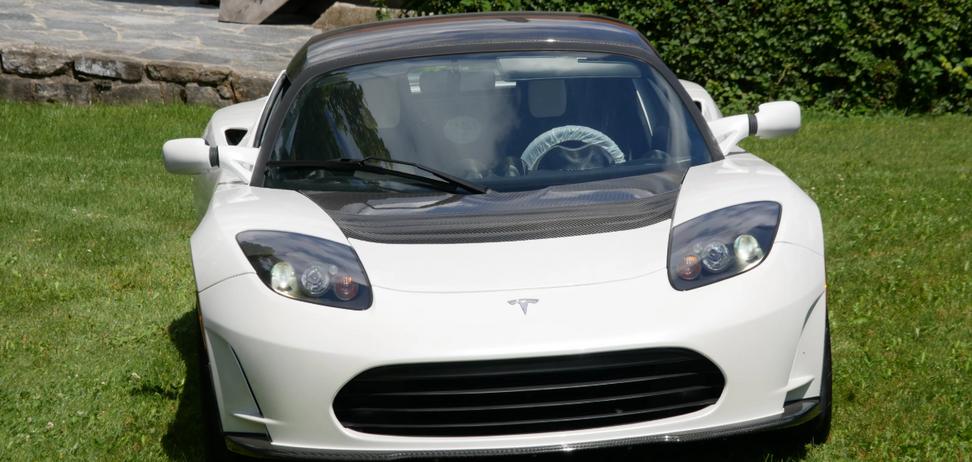 Последнюю Tesla Roadster продают за огромную сумму. Фото: carforyou.ch
