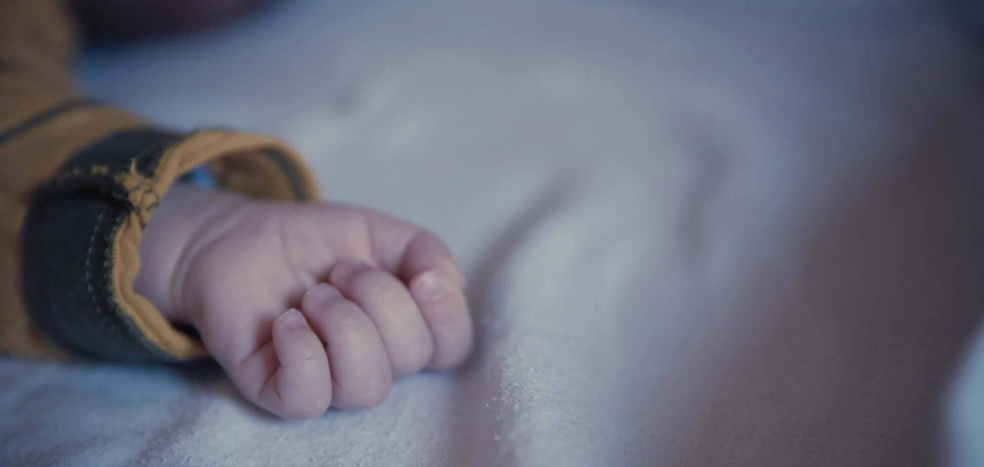 На Дніпропетровщині чоловік до смерті побив 2-річну дитину на очах у матері