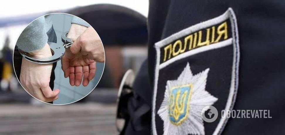 На Харківщині п'яний чоловік погрожував задушити немовля і накинувся на копа. Відео