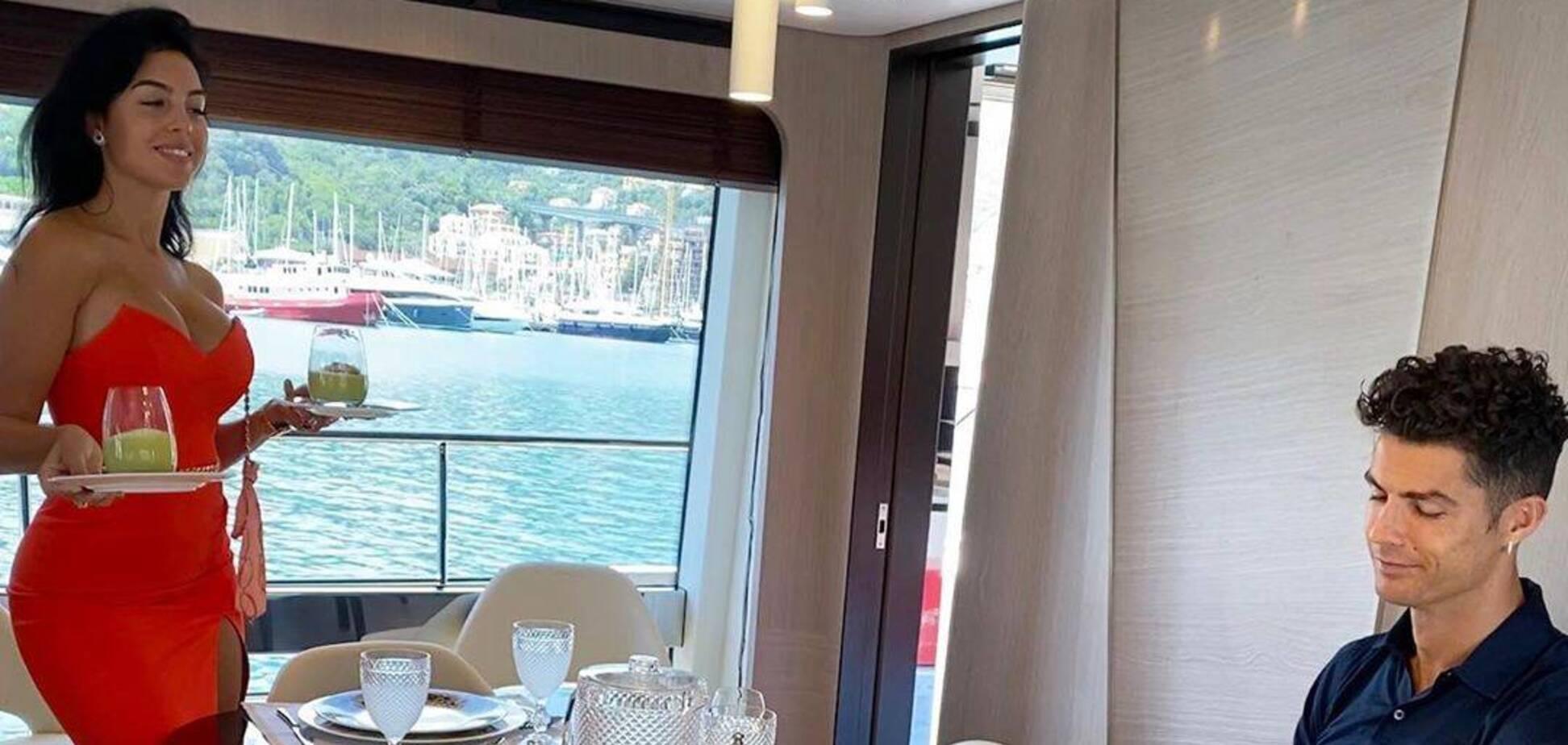 Дружина Кріштіану Роналду знялася у прозорій білизні і справила фурор в Instagram