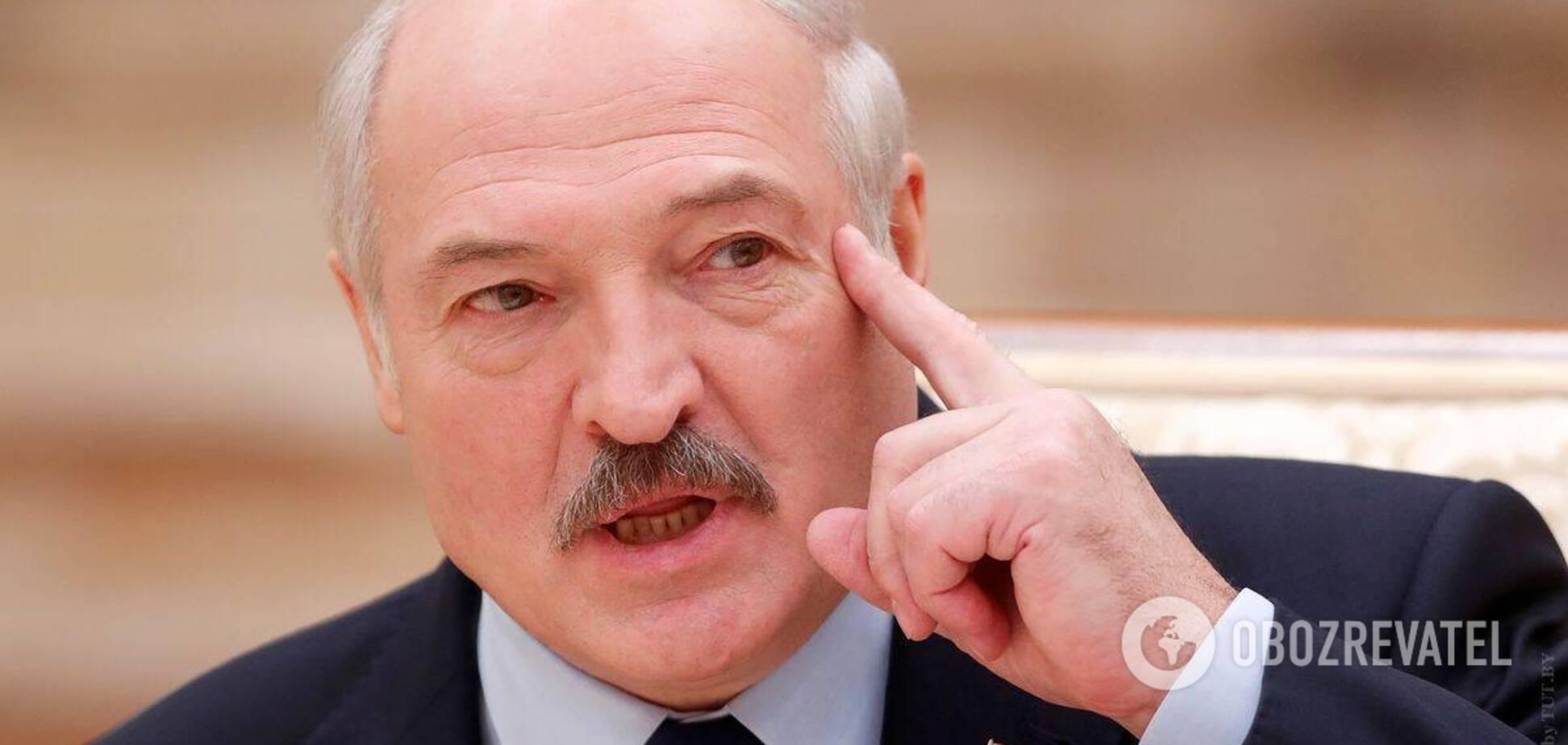 Александр Лукашенко потребовал реагировать на критику в СМИ