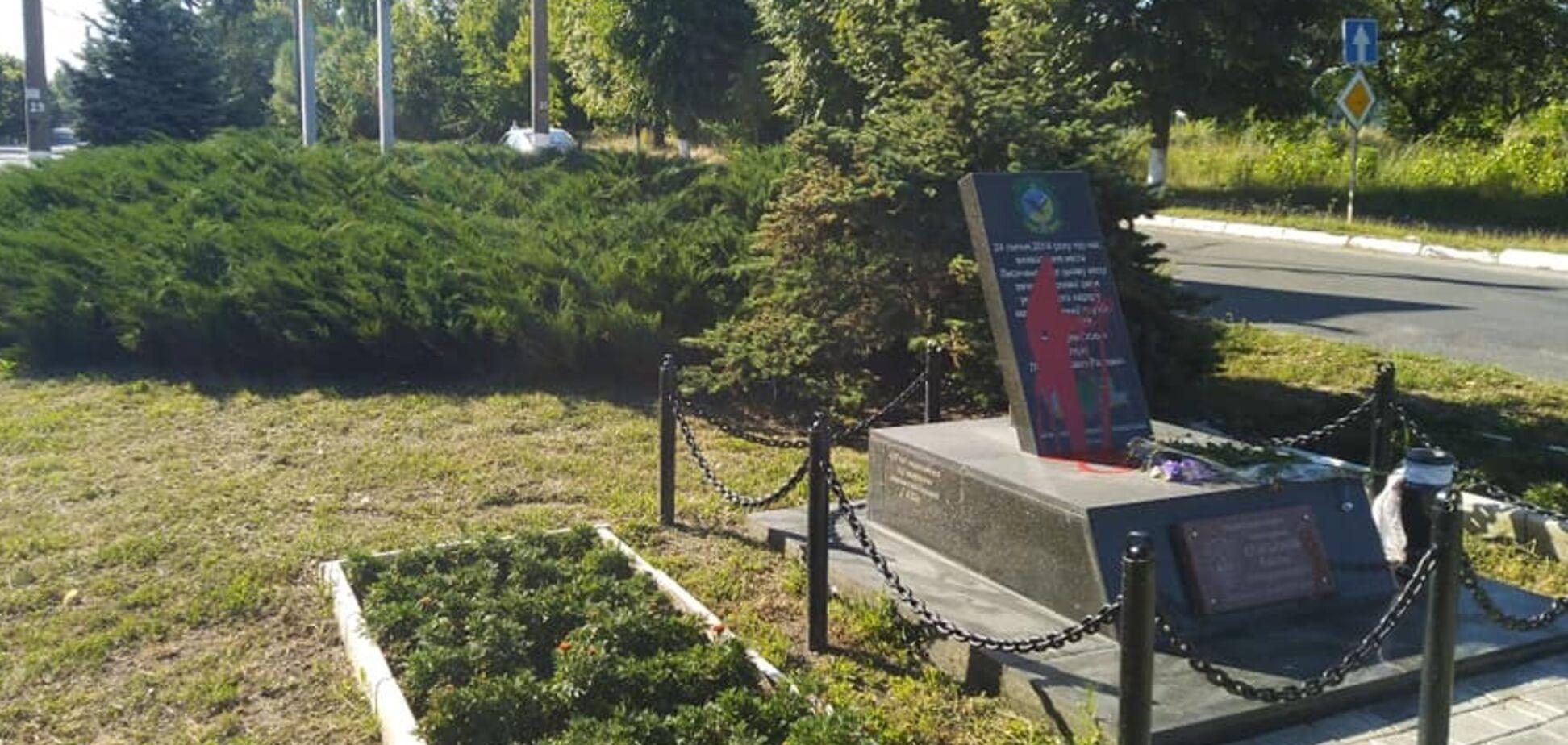 В Лисичанске осквернили памятник
