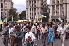 Забужко показала видео исторического поднятия украинского флага в Киеве 30 лет назад
