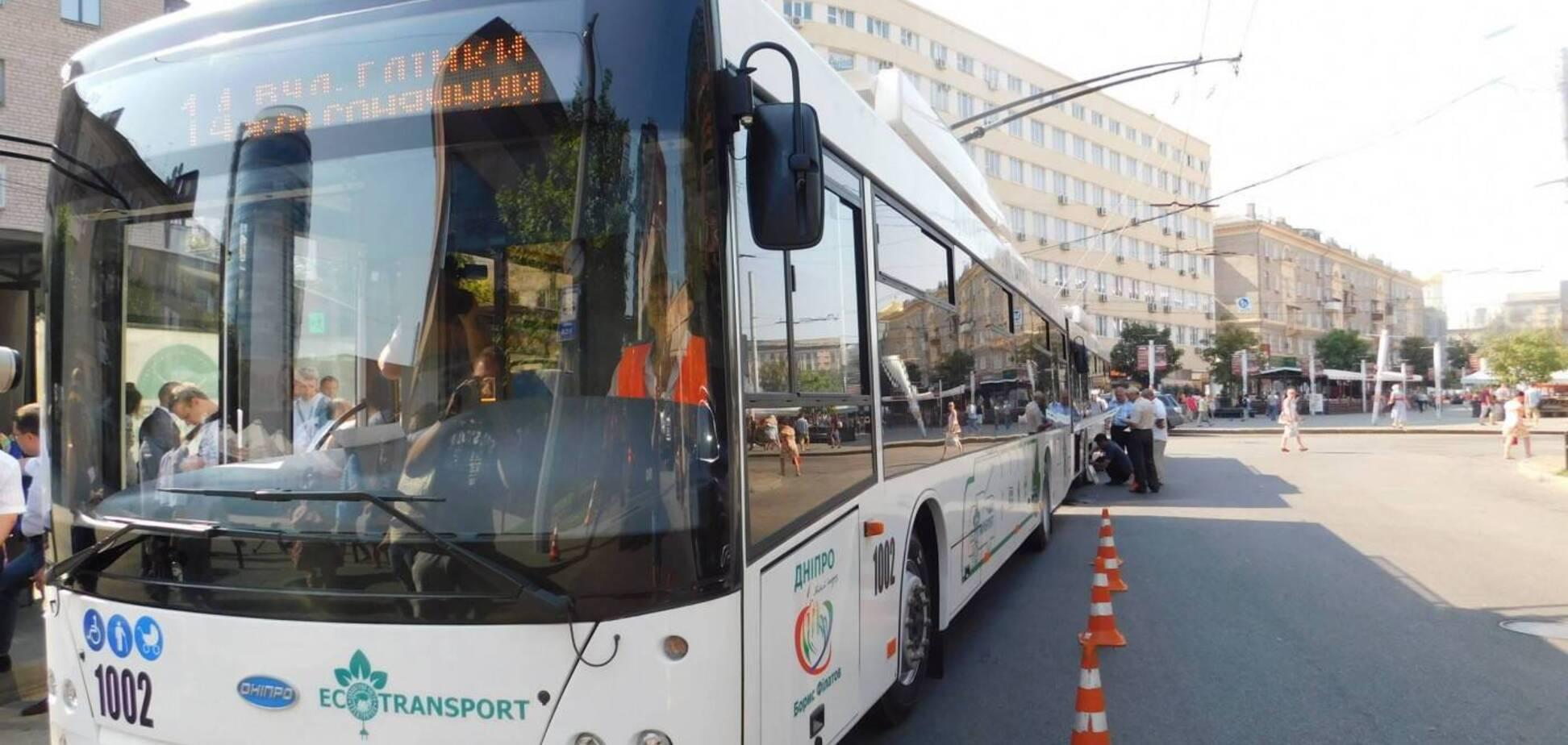 В общественном транспорте Днепра пассажиры смогут заниматься спортом. Источник: 056.ua