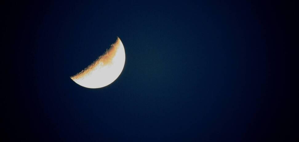 По мнению астрологов, в растущую луну соответственно растет энергетический запас