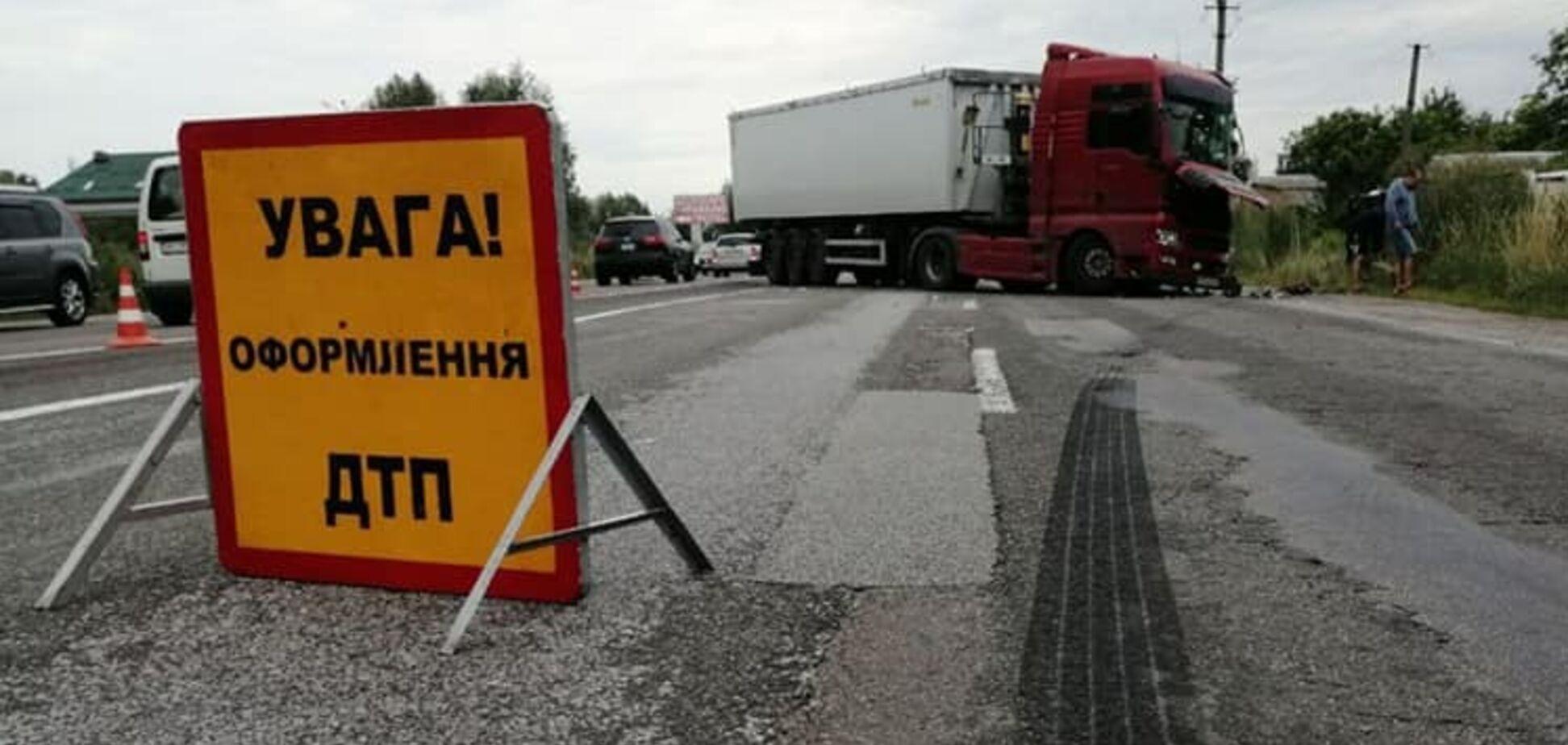 Під Києвом розбився автобус, який повертався з моря: багато постраждалих, є жертва