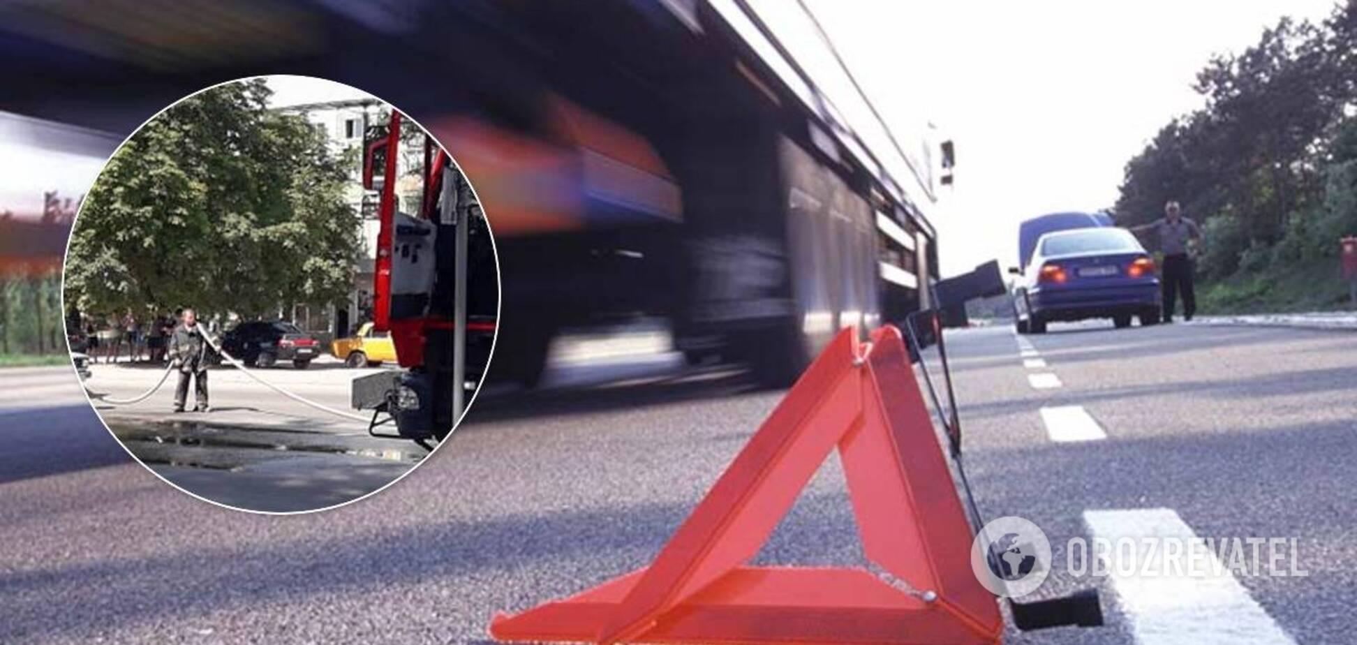 На Дніпропетровщині пішохід загинув під колесами вантажівки. Фото і відео 18+